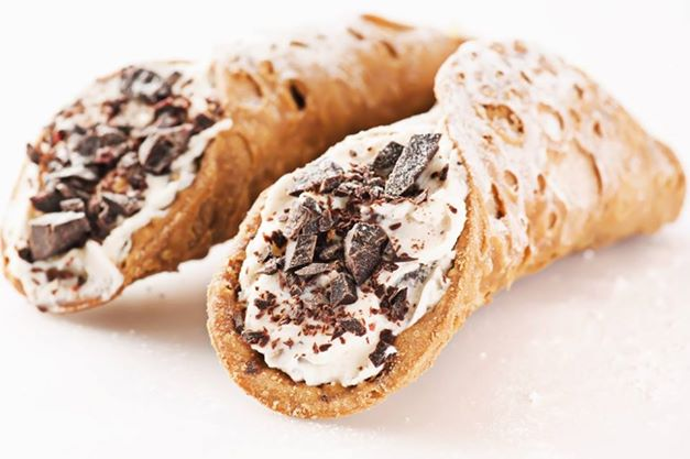 Cannoli with ricotta cheese