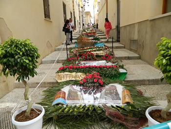 Art and flowers: Staircase of San Domenico in Trapani