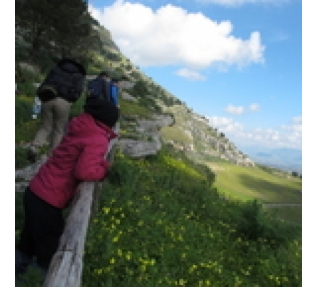 Trekking path S. Nicola. Discovering Nature Reserve Bosco d'Alcamo April 28.