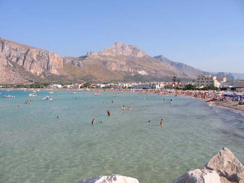 San Vito Lo Capo: Ashtrays free for tourists and bathers