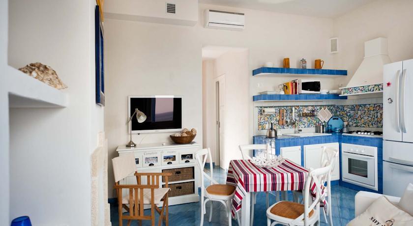 Casa Ina  Via Umberto I 32 - 91023 Marettimo