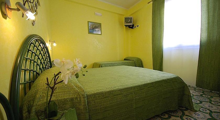 Hotel - Via Giardini - 91010 San Vito Lo Capo